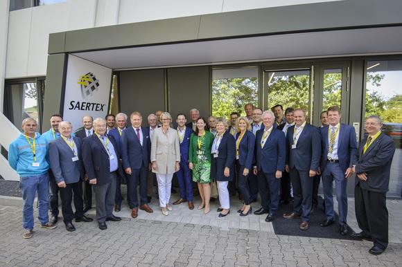 Anja Karliczek bei SAERTEX